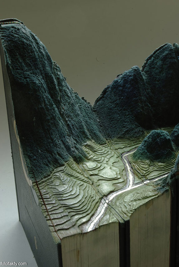 3D скульптуры из книг Фото 3