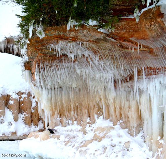 Ледяные пещеры Национального озерного заповедника