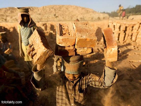 Детский труд на кирпичном заводе в Непале Фото 4