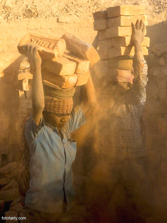 Детский труд на кирпичном заводе в Непале Фото 5