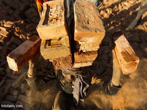 Детский труд на кирпичном заводе в Непале Фото 6