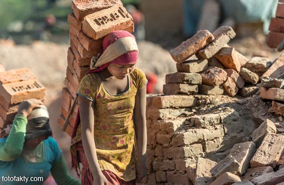 Детский труд на кирпичном заводе в Непале Фото 8