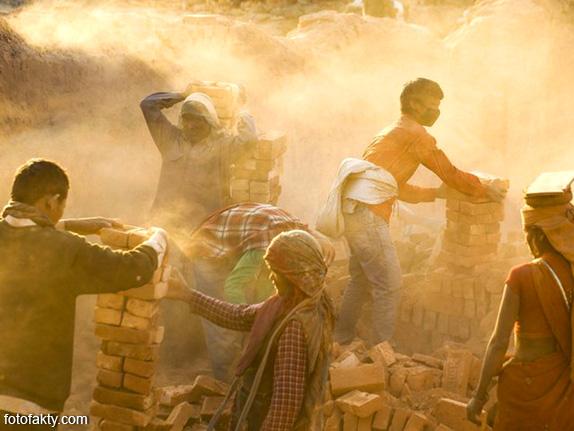 Детский труд на кирпичном заводе в Непале Фото 12