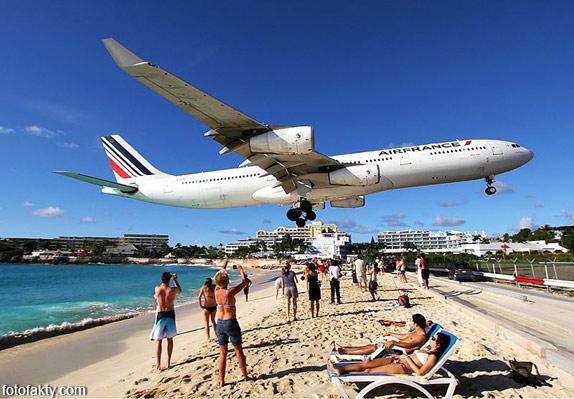 Экстремальные посадки самолетов на Махо Бич, Сен-Мартен Фото 1