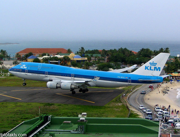 Экстремальные посадки самолетов на Махо Бич, Сен-Мартен Фото 7