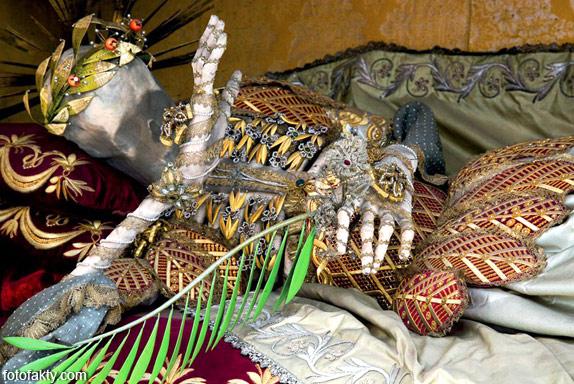 Скелеты, украшенные драгоценностями Фото 3