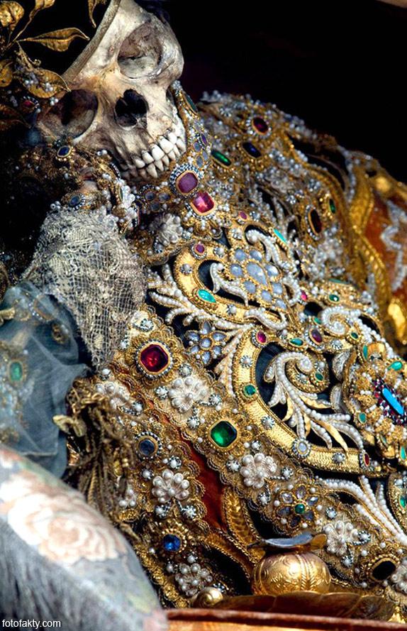 Скелеты, украшенные драгоценностями Фото 2