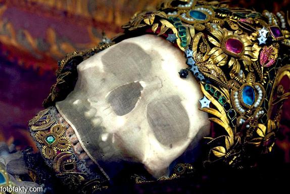 Скелеты, украшенные драгоценностями Фото 1