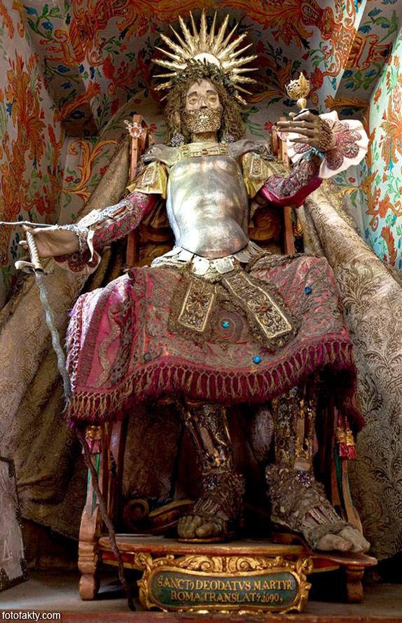 Скелеты, украшенные драгоценностями Фото 4