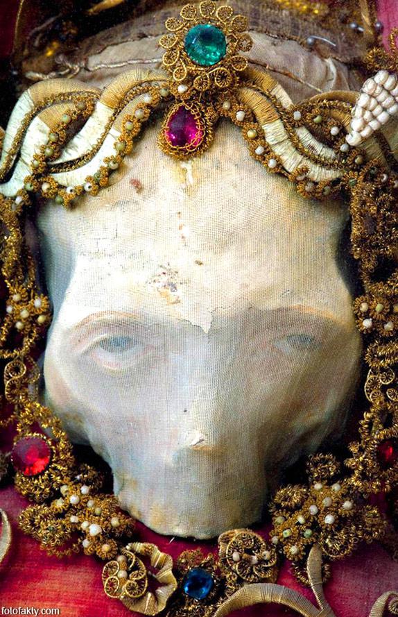 Скелеты, украшенные драгоценностями Фото 5