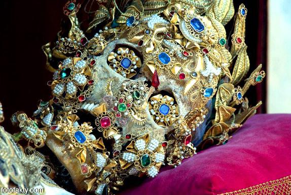 Скелеты, украшенные драгоценностями Фото 6