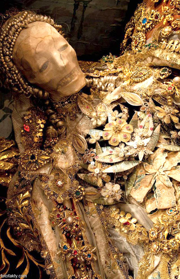 Скелеты, украшенные драгоценностями Фото 8