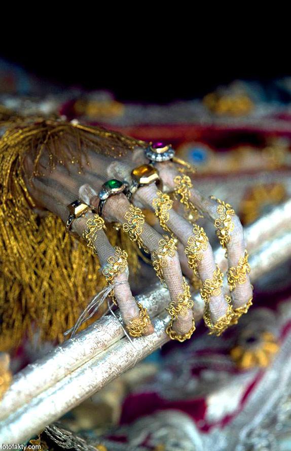 Скелеты, украшенные драгоценностями Фото 9