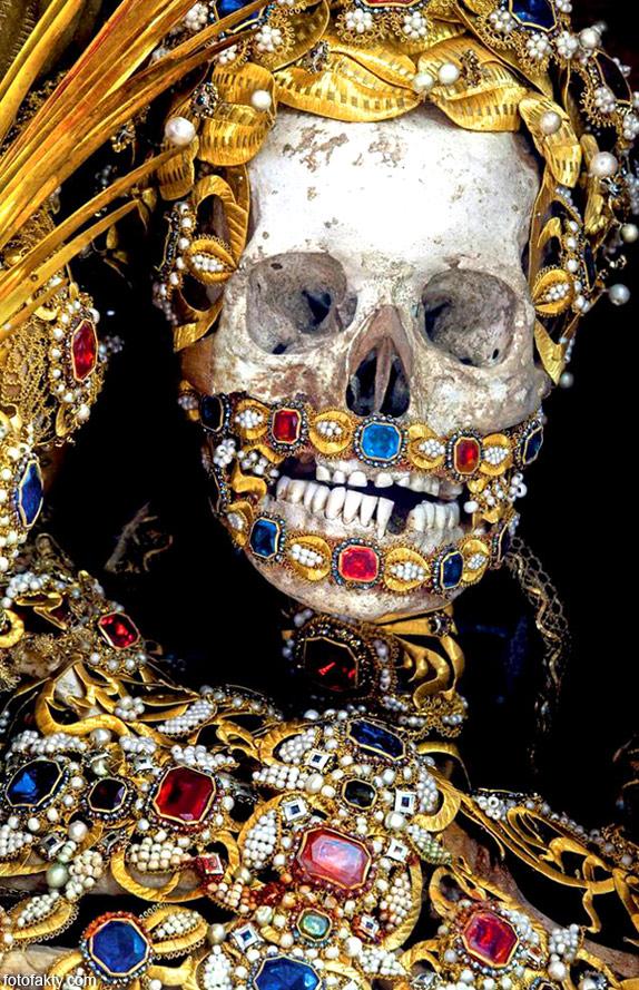 Скелеты, украшенные драгоценностями Фото 10