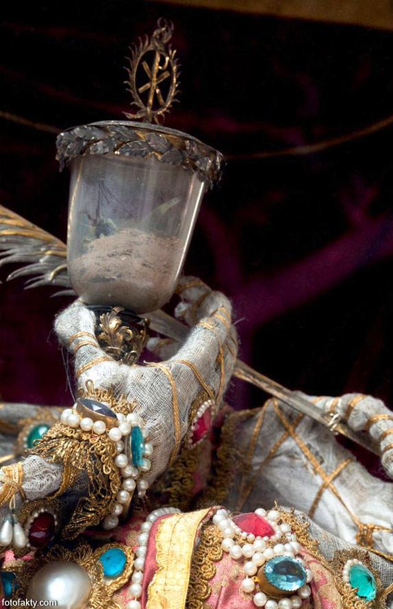 Скелеты, украшенные драгоценностями Фото 11