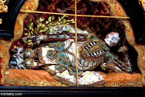 Скелеты, украшенные драгоценностями Фото 12