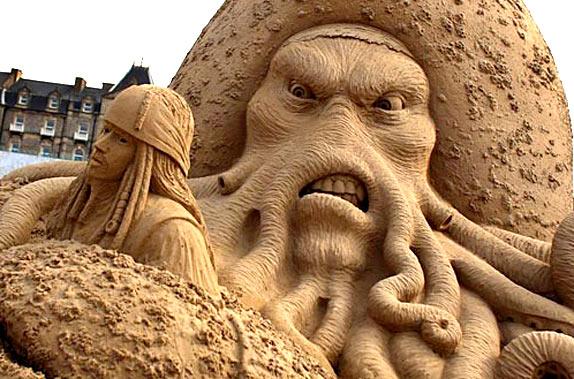 Фестиваль песчаных скульптур: Йода, Хичкок и Кинг-Конг