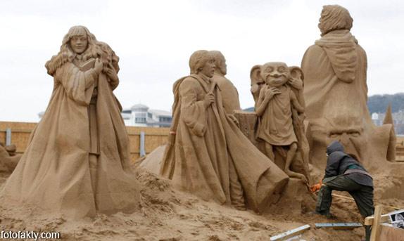 Фестиваль песчаных скульптур: Йода, Хичкок и Кинг-Конг Фото 2