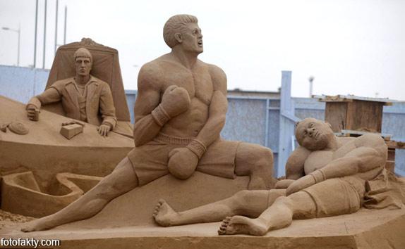 Фестиваль песчаных скульптур: Йода, Хичкок и Кинг-Конг Фото 3