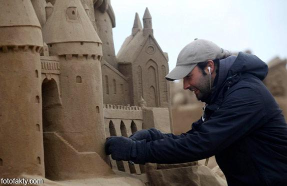 Фестиваль песчаных скульптур: Йода, Хичкок и Кинг-Конг Фото 4