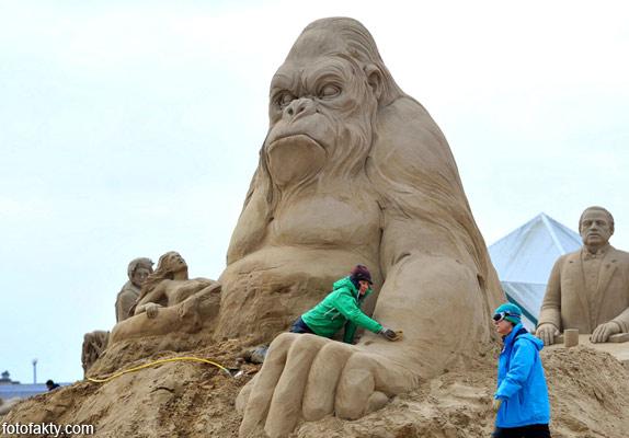 Фестиваль песчаных скульптур: Йода, Хичкок и Кинг-Конг Фото 5