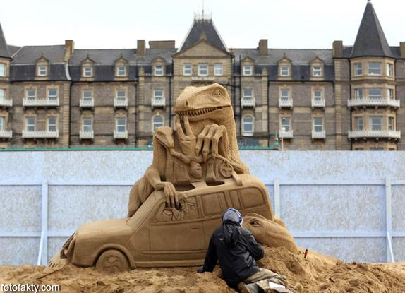 Фестиваль песчаных скульптур: Йода, Хичкок и Кинг-Конг Фото 7