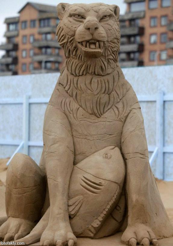 Фестиваль песчаных скульптур: Йода, Хичкок и Кинг-Конг Фото 8