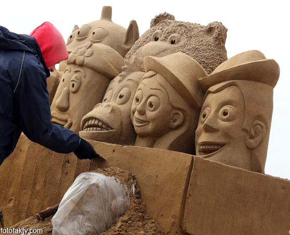 Фестиваль песчаных скульптур: Йода, Хичкок и Кинг-Конг Фото 9