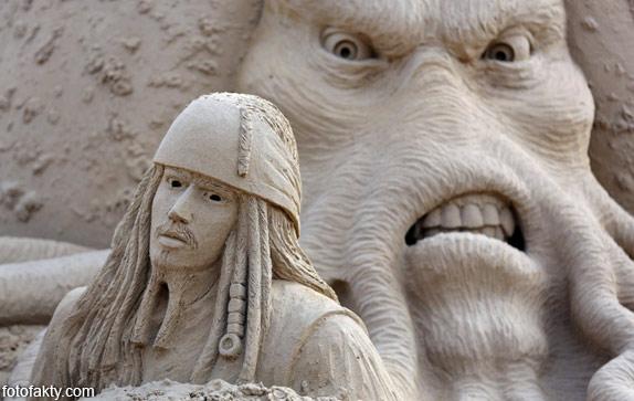 Фестиваль песчаных скульптур: Йода, Хичкок и Кинг-Конг Фото 12