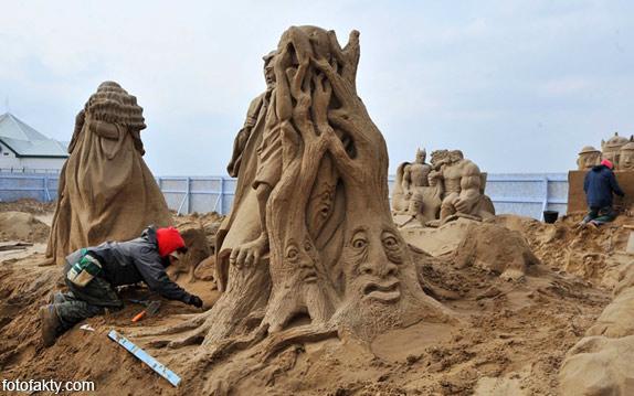 Фестиваль песчаных скульптур: Йода, Хичкок и Кинг-Конг Фото 13