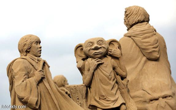 Фестиваль песчаных скульптур: Йода, Хичкок и Кинг-Конг Фото 15