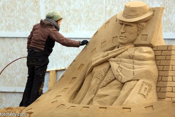Фестиваль песчаных скульптур: Йода, Хичкок и Кинг-Конг Фото 17