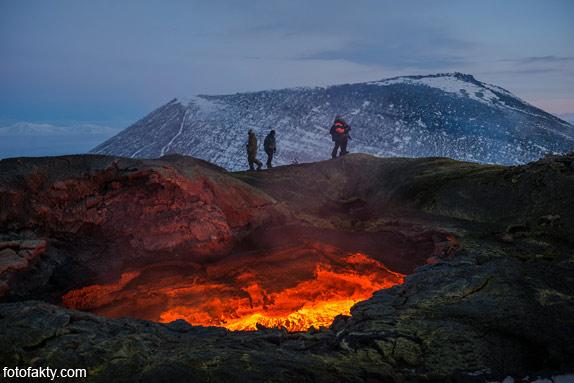 Потрясающие фотографии извержение вулкана Плоский Толбачик Фото 3