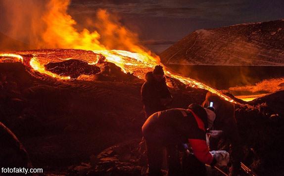 Потрясающие фотографии извержение вулкана Плоский Толбачик Фото 7