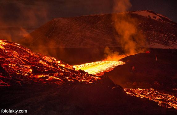 Потрясающие фотографии извержение вулкана Плоский Толбачик Фото 10