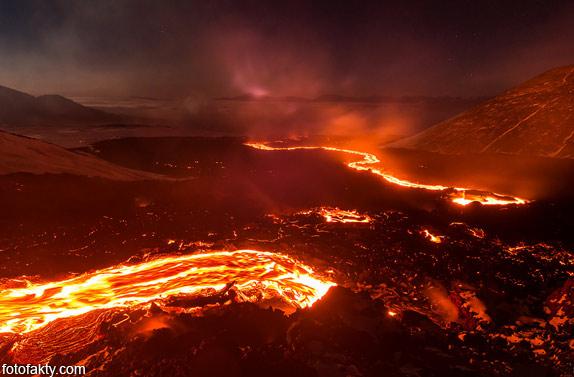 Потрясающие фотографии извержение вулкана Плоский Толбачик Фото 11