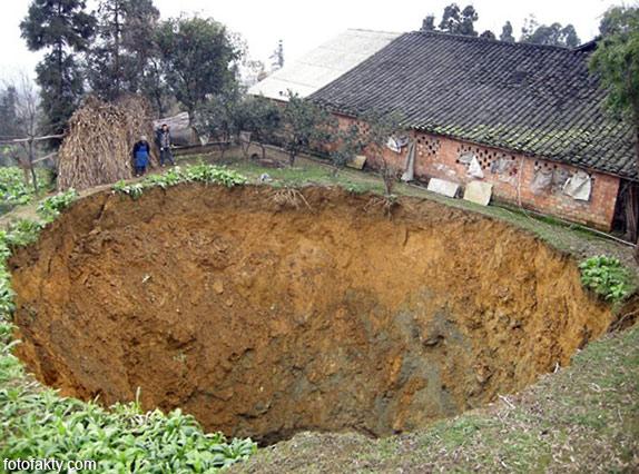 воронки, кратеры и другие большие дыры по всему миру Фото 13