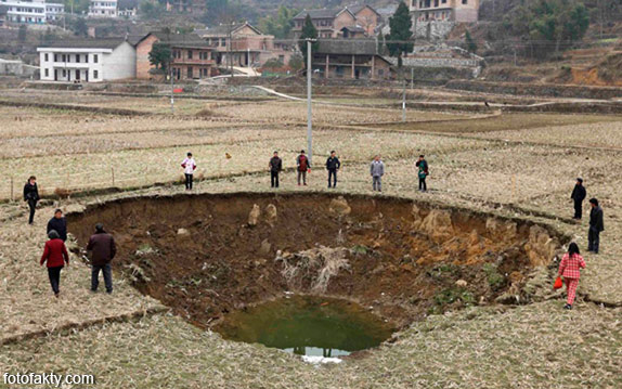 воронки, кратеры и другие большие дыры по всему миру Фото 15