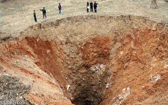 воронки, кратеры и другие большие дыры по всему миру Фото 5