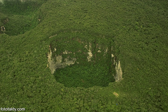 воронки, кратеры и другие большие дыры по всему миру Фото 4